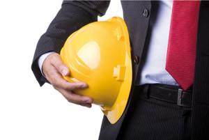 Un casco de obras es un elemento fundamental en la prevención de riesgos laborales