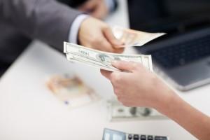 Cambio de moneda en una oficina que están obligadas a cumplir con la la Ley de Prevención de Blanqueo de Capitales