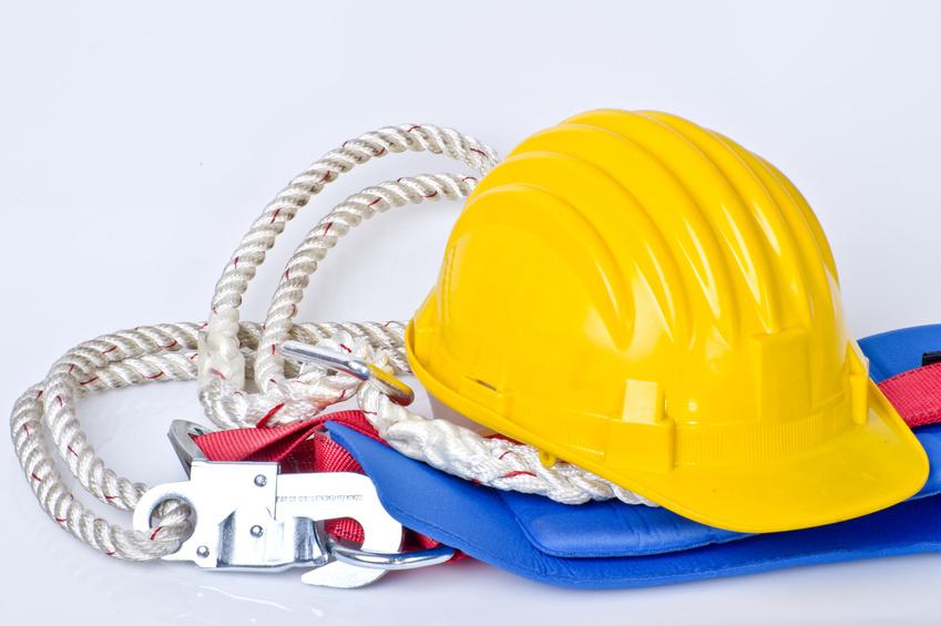 Casco y arnés, dos básicos para la prevención de accidentes laborales