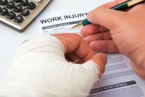 Rellenando una baja por accidente por no aplicar una correcta prevención de riesgos laborales