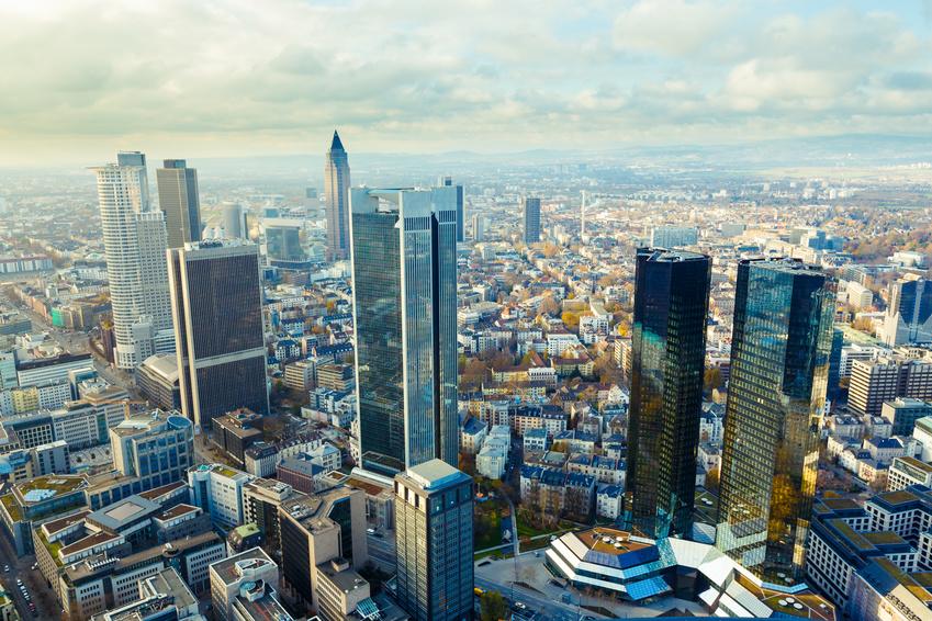 Vista de Frankfurt, ciudad alemana donde se encuentra el Deutsche Bank que ha reestructurado la dirección por blanqueo de capitales