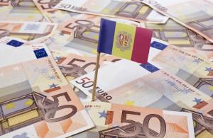 Billetes de 50€ y bandera andorrana, gobierno que toma medidas en contra el blanqueo de capitales