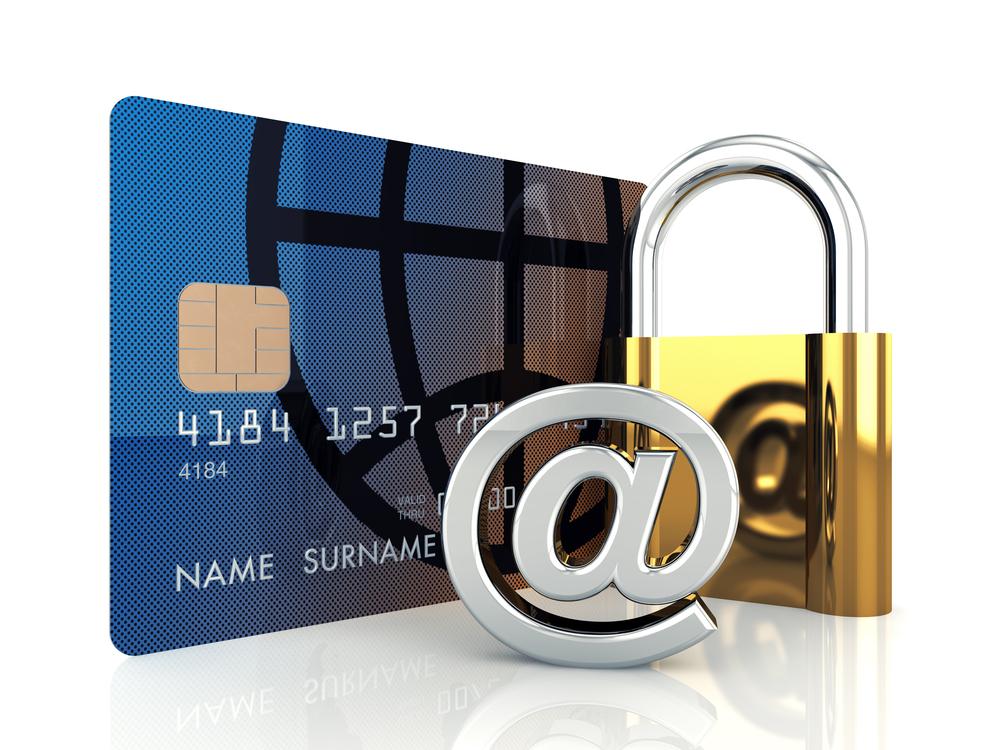 Tarjeta de crédito, candado y @, combinación sensible de fraude y blanqueo de capitales - Conversia
