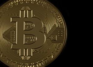 Un Bitcoin, moneda que puede favorecer el blanqueo de capitales - Conversia