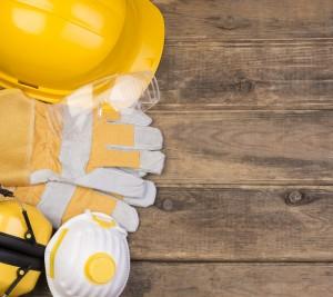 Casco, guantes, mascarilla... elementos imprescindibles para la prevención de riesgos laborales - Conversia