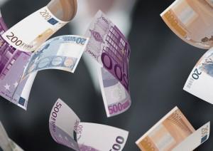 Los billetes de grandes cantidades son una fuente de la creación de Blanqueo de Capitales
