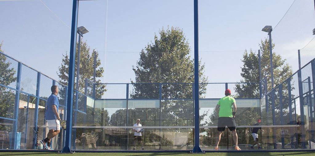 Uno de los partidos que se disputaron durante el Torneo de pádel de Conversia celebrado en julio de 2016