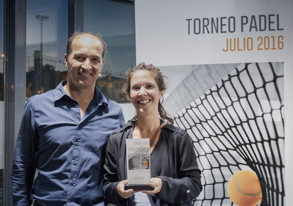 Cira Larrubia se proclamó la finalista femenina del 4º Torneo de Pádel de Conversia