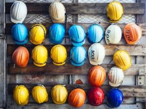 Los cascos son una herramienta indispensable para garantizar una correcta prevención de riesgos laborales