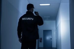 Un vigilante de seguridad nocturno también tiene que tener una buena prevención de riesgos laborales