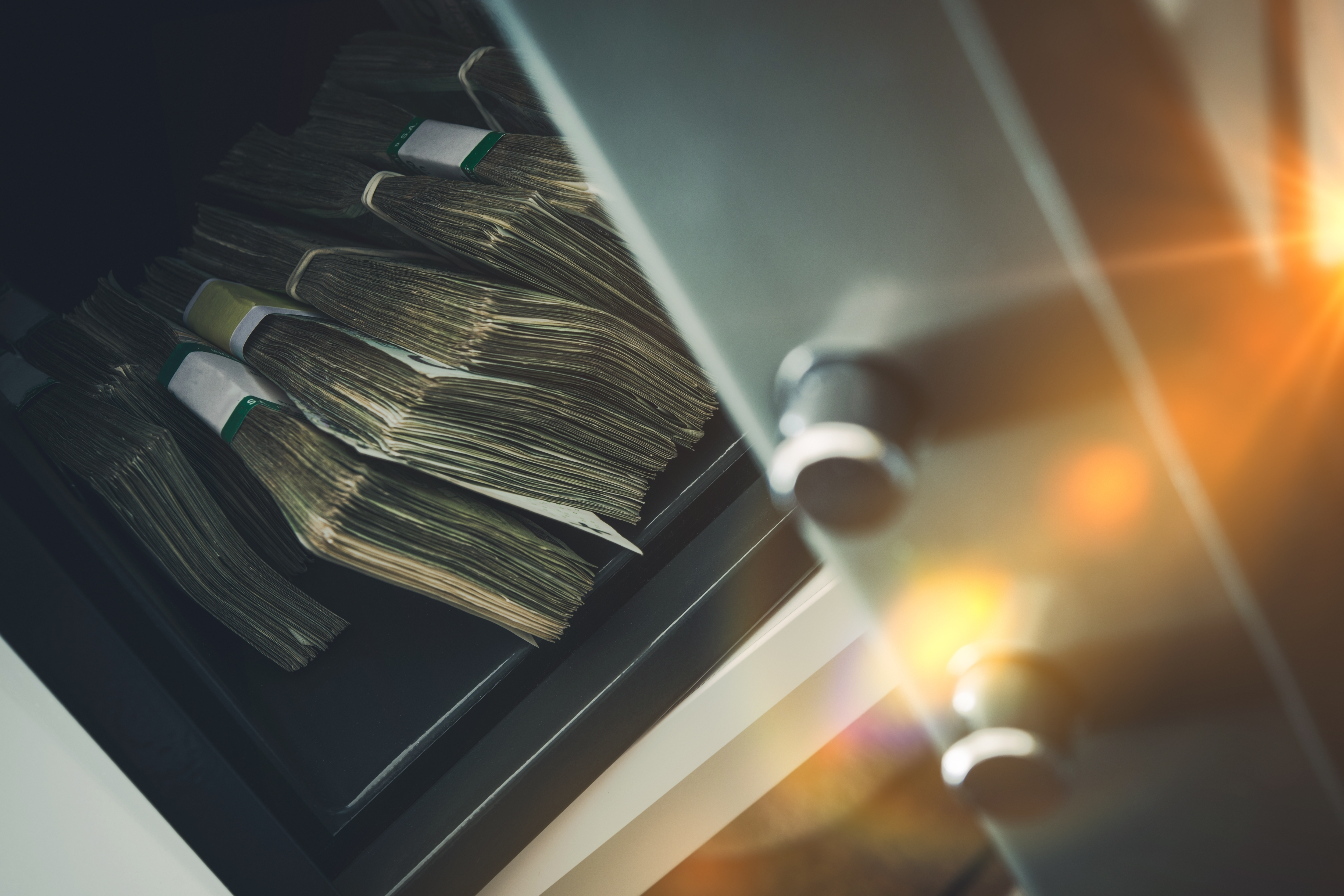 fajos de billetes guardados de forma sospechosa para blanqueo de capitales