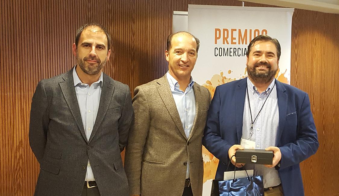 Pau Socias recogiendo el 1r premio de la categoría de Mejor Vendedor - Convención Conversia 2017