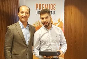 Iñaki Bernal recogiendo el Premio a Mejor Rookie - Convención Conversia 2017