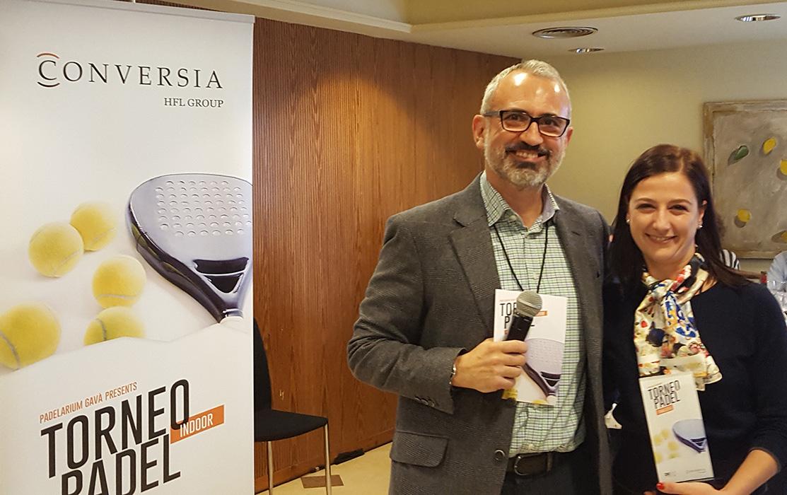 El Director General de Conversia, Alfonso Corral, junto a la finalista de la categoría femenina, Sara Repiso - Convención Conversia 2017 Torneo de Pádel