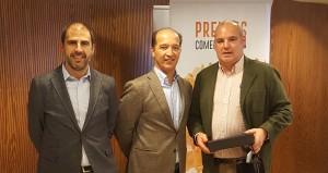 Miguel Irujo recogiendo el 2º premio de la categoría de Mejor Agente - Convención Conversia 2017