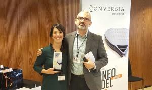 El Director General de Conversia, Alfonso Corral, junto a la ganadora de la categoría femenina, Cira Larrubia - Convención Conversia 2017 Torneo de Pádel