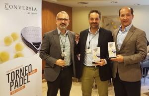 El Director General de Conversia, Alfonso Corral, junto a los ganadores de la categoría masculina, xxx y Augusto Carmona - Convención Conversia 2017 Torneo de Pádel