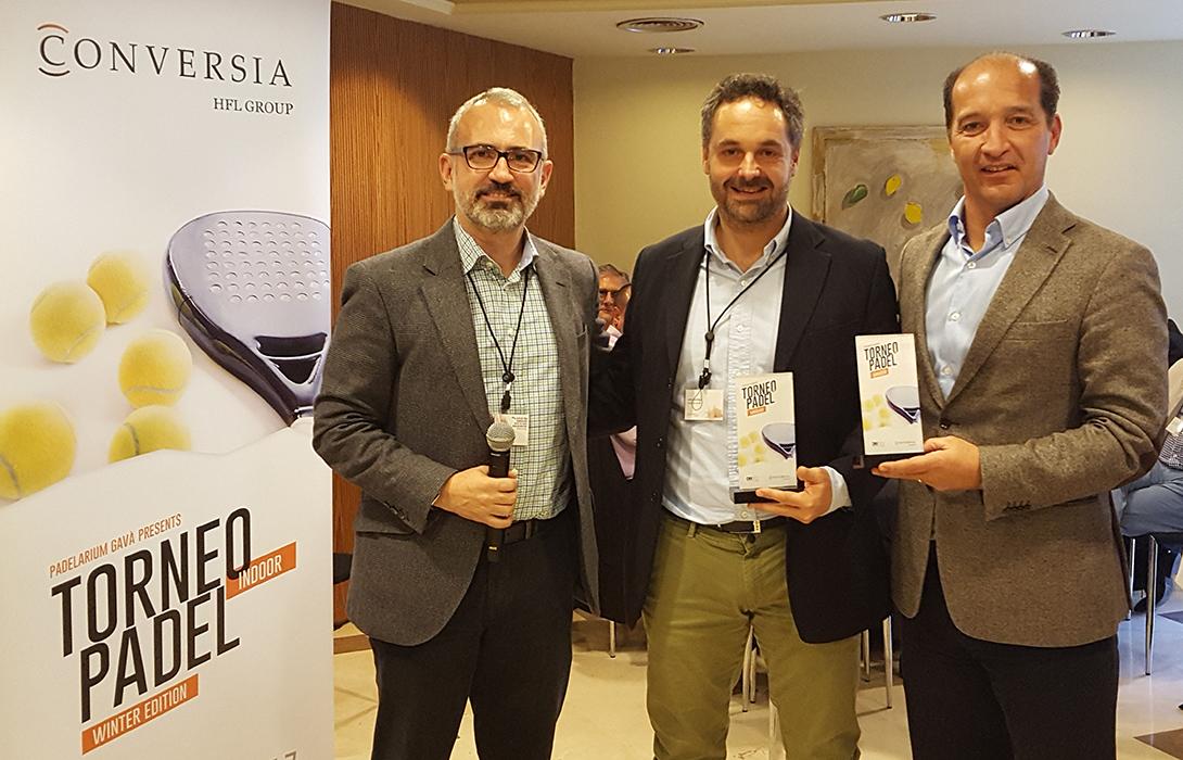 El Director General de Conversia, Alfonso Corral, junto a los ganadores de la categoría masculina, José Juantegui y Augusto Carmona - Convención Conversia 2017 Torneo de Pádel