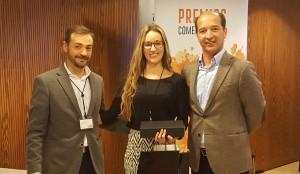 Jennifer Medina recogiendo el 1r premio de la categoría de Mejor Auditor - Convención Conversia 2017