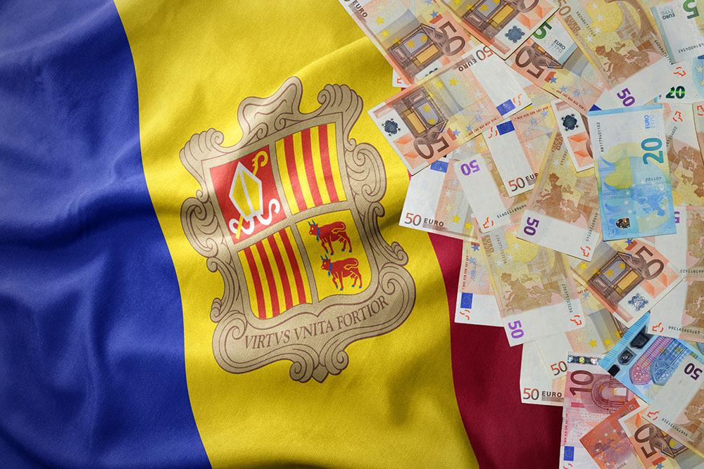 Billetes con la bandera andorrana, país que está luchando contra el blanqueo de capitales