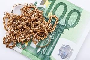 Billete de 100 euros y joyas de oro, proceso de blanqueo de capitales a través del nacrotráfico y la compraventa de oro