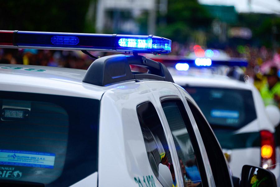 Coche policial con un detenido por blanqueo de capitales