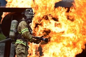 Bombero trabajando. La Seguridad Social ha calificado la fiebre Q como una enfermedad laboral de los bomberos