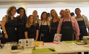 Asistentes a la actividad de Teambuilding Cooking durante el desarrollo del Kick Off Auditores de Conversia