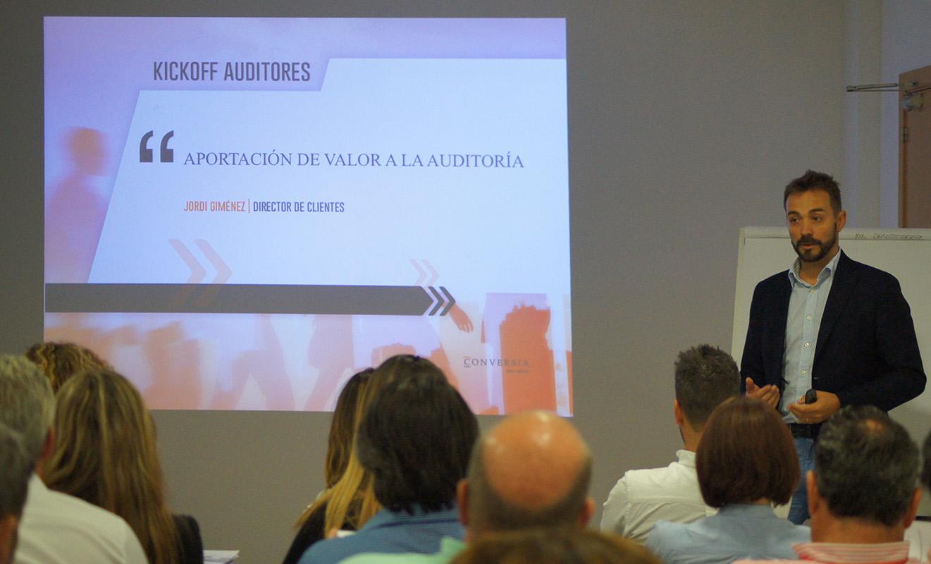 El Director de Clientes de Conversia, Jordi Giménez, durante el desarrollo del Kick Off Auditores de Conversia