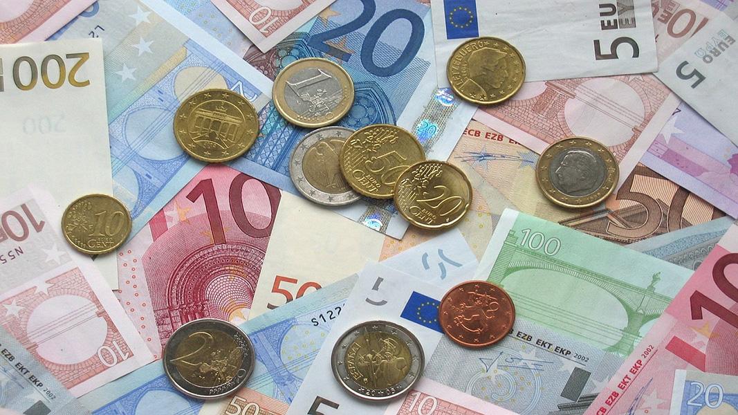 Billetes y monedas de euro en una operación contra el blanqueo de capitales
