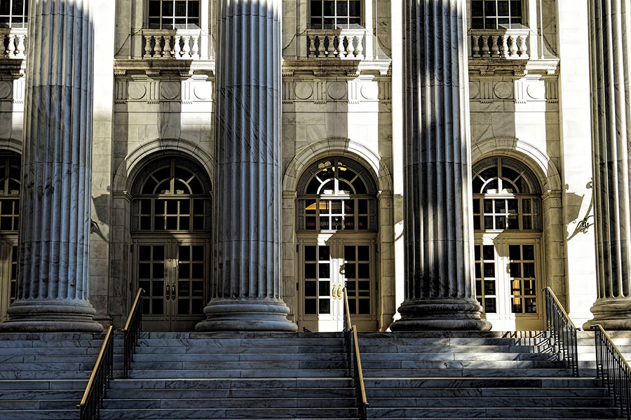 fachada de un tribunal