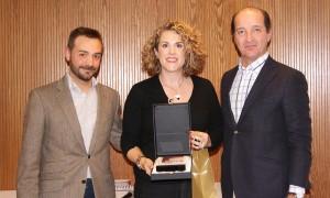 Ana Martínez recogiendo el 2º premio de la categoría de Mejor Auditor durante la Convención 2018 de Conversia