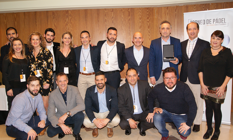 El equipo comercial de la Delegación de Baix Llobregat recogiendo el 3er Premio a Mejor Delegación durante la Convención 2018 de Conversia