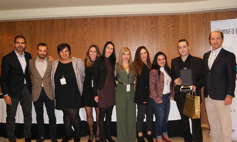 Carmelo Galán recogiendo el premio a Mejor Especial Venta Nueva junto con el Equipo de Recuperación en la Convención 2018 de Conversia