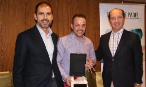Jaume Llinàs recogiendo el 3er premio de la categoría de Mejor Vendedor en la Convención 2018 de Conversia