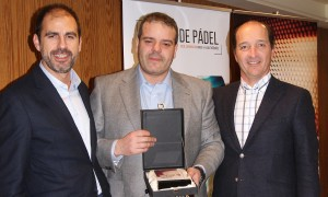 José Manuel del Río recogiendo el 1er premio de la categoría de Mejor Vendedor en la Convención 2018 de Conversia