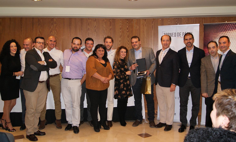 José Manuel del Río, junto con el resto de compañeros de la delegación Madrid Oeste, recogiendo el 1er premio de la categoría de Mejor Vendedor en la Convención 2018 de Conversia