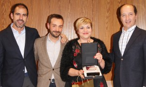 Maria Company recogiendo el 1er premio de la categoría de Mejor Teleconcertador durante la Convención 2018 de Conversia
