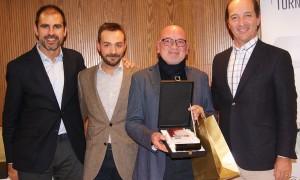 Pedro Pol recibió el premio a Mejor Agente durante la Convención 2018 de Conversia