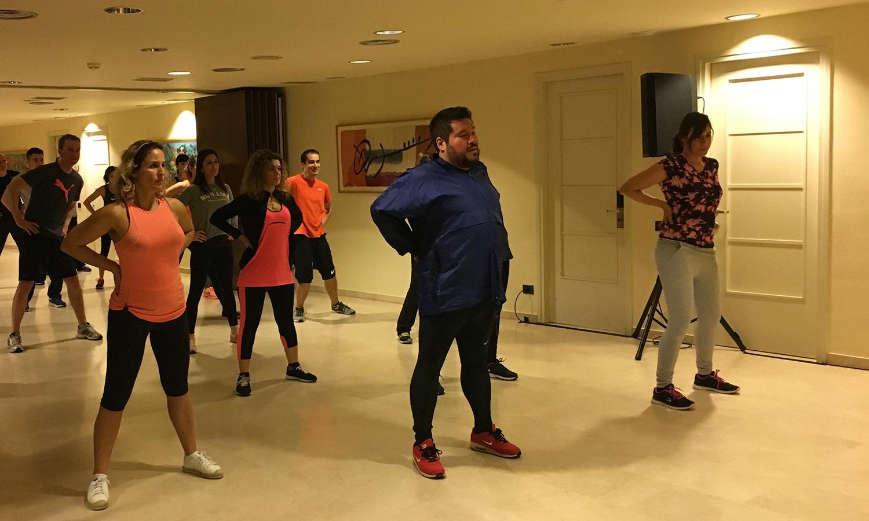 Algunos de los participantes a la sesión de Tai Chi Kung realizando un ejercicio durante la Convención 2018 de Conversia