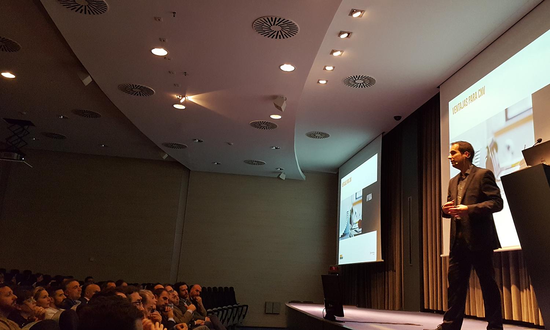 """El Director de Formación, Sergi Rodríguez, durante su explicación del """"Itinerario Formativo"""" durante la Convención 2018 de Conversia."""