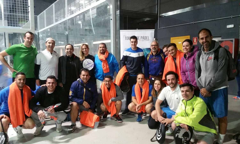 Los participantes del Torneo de Pádel al finalizar los partidos de la Convención 2018 de Conversia