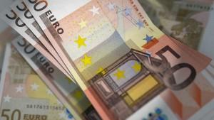 billetes de 50€ en un post de blanqueo de capitales de Conversia