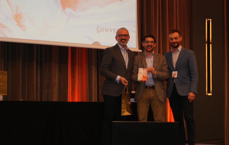 Fernando Escaso recogiendo el 2º premio de la categoría de Mejor Auditor de Conversia.