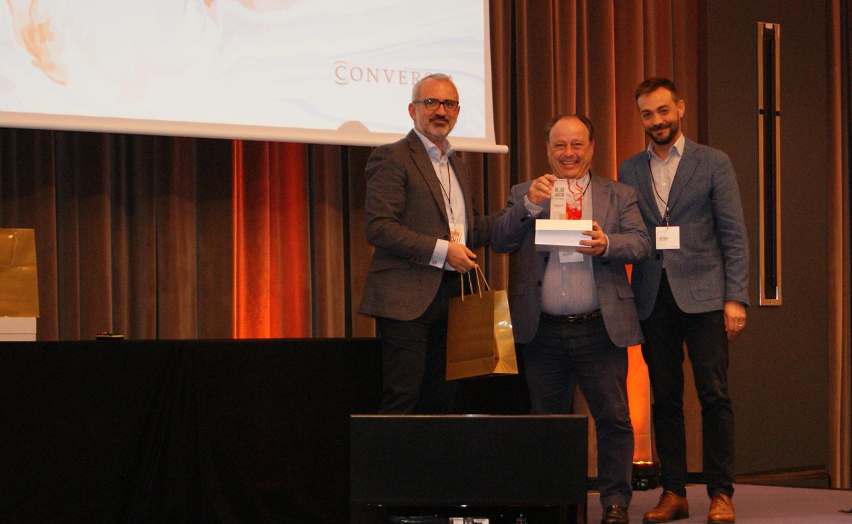 Wenceslao Sáez recogiendo el Premio a Mejor Auditor en Eficacia Comercial de Conversia.