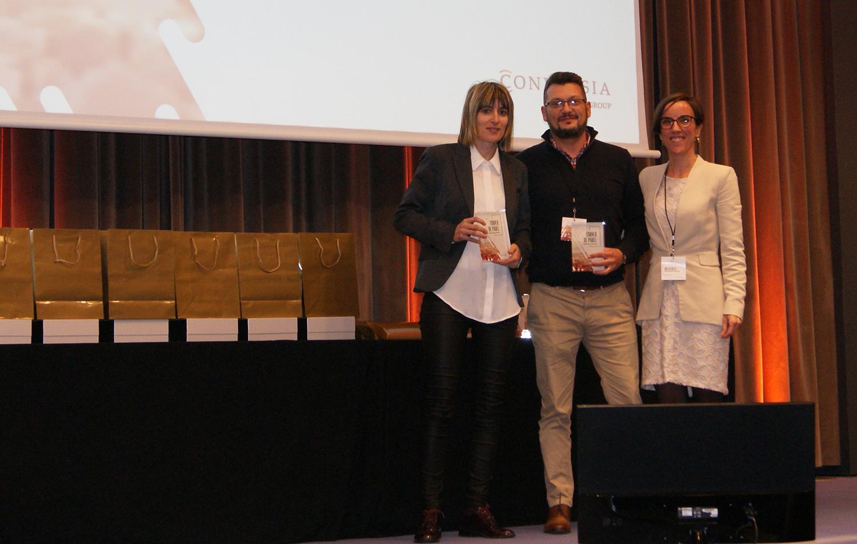 Los finalistas de la categoría masculina Promesas, Estefanía Mesa y xxx, junto a la Directora de marketing de Conversia, Angèlica Guillén. Torneo de Pádel de Conversia