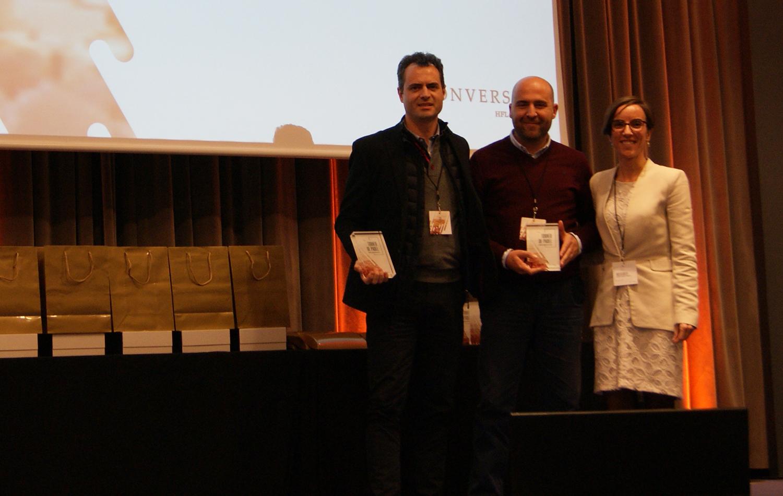 Los ganadores de la categoría masculina Promesas, Vicente Mas y Francisco Gómez, junto a la Directora de Marketing de Conversia, Angèlica Guillén. Torneo de Pádel Conversia.