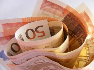imagen de billetes de 50 euros para ilustrar post de conversia sobre denuncias de blanqueo de capitales