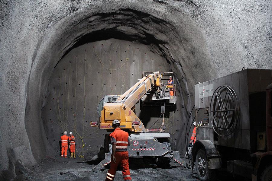Foto túnel prevención de riesgos laborales para ilustrar post de Conversia sobre problemas y accidentes laborales