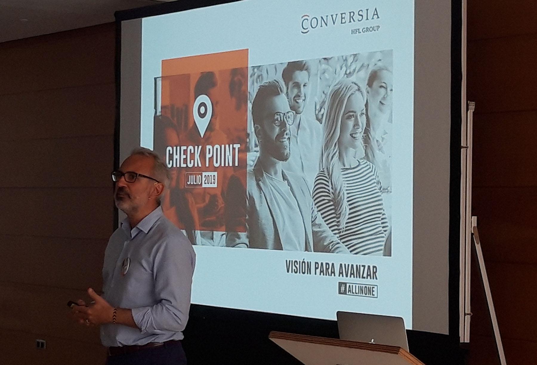 El Director General de Conversia, Alfonso Corral, durante la presentación de su Informe.